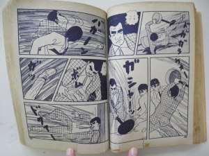 松本作品の中ではあまり見かけない「乱闘」シーン。