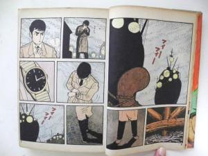 物語冒頭の港のシーン。セリフがない。